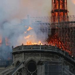 巴黎圣母院大火圖片